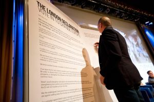 Yanis signs the London Declaration calling for 'another Europe'